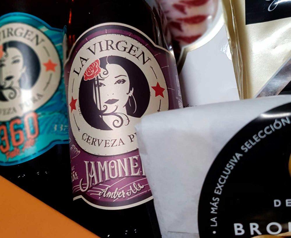 detalle de cesta regalo cervezas artesanas Madrid Bronze & Mora