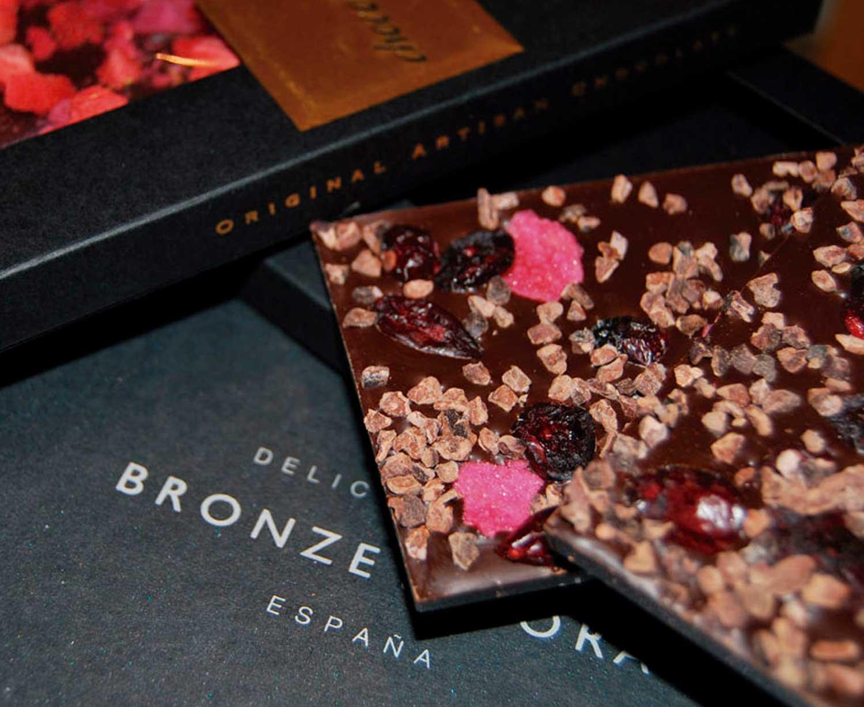 cesta de chocolate y vino bronze y mora