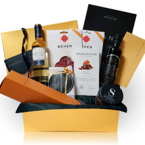 cesta regalo vino blanco lomo bronze y mora