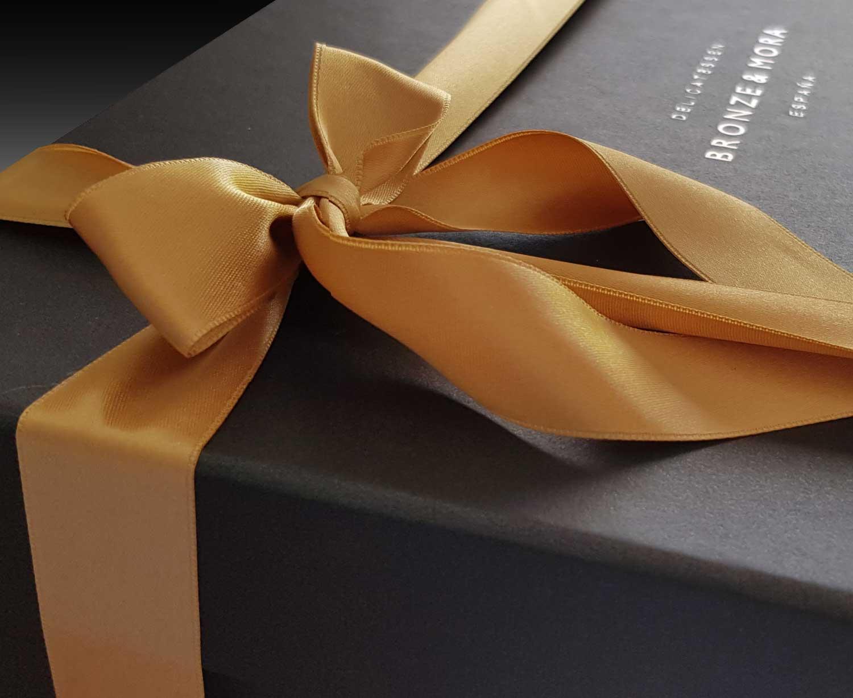 detalle cesta regalo bronze y mora