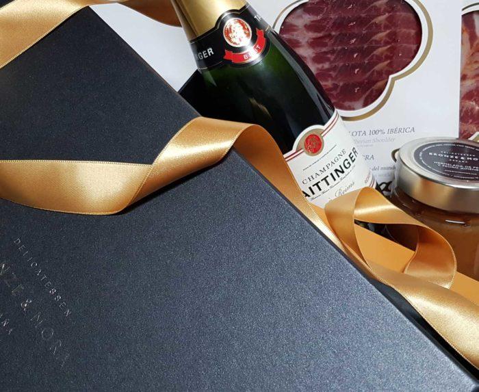 detalle pack delicatessen champagne taittinger bronze y mora