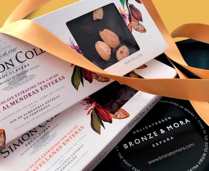 turrón de chocolate con almendras y avellanas Simón Coll Bronze y Mora